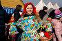 Молодая красивая девушка продает куклы Масленицы на праздных гуляньях в Коломенском города Москвы, Россия, фото № 5671923, снято 1 марта 2014 г. (c) Николай Винокуров / Фотобанк Лори