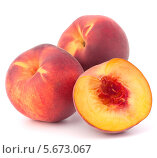Купить «Спелые персики на белом фоне», фото № 5673067, снято 31 июля 2012 г. (c) Natalja Stotika / Фотобанк Лори
