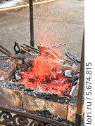 Купить «Раскаленный металл в жаровне кузнеца на ярмарке мастеров на ВВЦ (ВДНХ)», эксклюзивное фото № 5674815, снято 17 марта 2013 г. (c) Алёшина Оксана / Фотобанк Лори