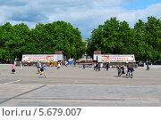 Киров Театральная площадь (2011 год). Редакционное фото, фотограф Александр Онучин / Фотобанк Лори