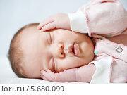 Купить «Спящий маленький ребёнок», фото № 5680099, снято 29 декабря 2013 г. (c) Дмитрий Калиновский / Фотобанк Лори