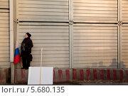 Купить «Люди участвуют в многотысячном митинге-концерте на Красной площади в поддержку референдума вхождения Крыма в состав России», фото № 5680135, снято 7 марта 2014 г. (c) Николай Винокуров / Фотобанк Лори