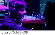 Купить «Барабанщик на концерте», видеоролик № 5688699, снято 30 января 2014 г. (c) Иван Артемов / Фотобанк Лори