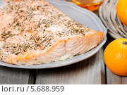 Купить «Запеченный лосось на тарелке», фото № 5688959, снято 19 февраля 2019 г. (c) BE&W Photo / Фотобанк Лори