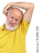 Купить «Пожилой мужчина в желтой рубашке почесывает ухо», фото № 5690155, снято 1 октября 2011 г. (c) Сергей Старуш / Фотобанк Лори