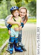 Купить «Маленький мальчик на роликах со старшей сестрой в летнем парке», фото № 5692383, снято 4 июля 2013 г. (c) Losevsky Pavel / Фотобанк Лори