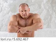 Купить «Мужчина-культурист с обнаженным торсом», фото № 5692467, снято 3 октября 2013 г. (c) Losevsky Pavel / Фотобанк Лори