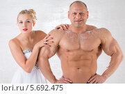 Купить «Мускулистый мужчина и красивая девушка в белом платье в студии», фото № 5692475, снято 3 октября 2013 г. (c) Losevsky Pavel / Фотобанк Лори