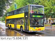 Купить «Автобус MAN A39 Lion's City DD, Берлин, Германия», фото № 5694131, снято 10 сентября 2013 г. (c) Art Konovalov / Фотобанк Лори