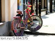 Купить «Велосипед украшенный рукоделием», эксклюзивное фото № 5694575, снято 9 апреля 2013 г. (c) Инна Козырина (Трепоухова) / Фотобанк Лори
