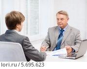 Купить «Опытный бизнесмен в возрасте проводит собеседование с новым сотрудником», фото № 5695623, снято 12 октября 2013 г. (c) Syda Productions / Фотобанк Лори