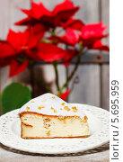 Купить «Чизкейк на праздничном столе», фото № 5695959, снято 19 февраля 2019 г. (c) BE&W Photo / Фотобанк Лори