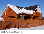Двухэтажный деревянный загородный дом. Стоковое фото, фотограф Павел Кричевцов / Фотобанк Лори