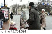 Купить «Уличный художник», видеоролик № 5701591, снято 9 января 2014 г. (c) Павел С. / Фотобанк Лори