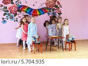 Купить «Детский конкурс на сцене в детском саду», фото № 5704935, снято 6 марта 2014 г. (c) Кекяляйнен Андрей / Фотобанк Лори