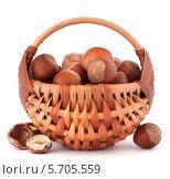 Орехи фундук в корзине. Стоковое фото, фотограф Natalja Stotika / Фотобанк Лори