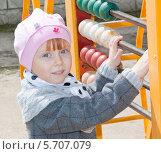 Купить «Весёлый ребенок на игровой площадке в детском садике», фото № 5707079, снято 6 апреля 2013 г. (c) Олег Хархан / Фотобанк Лори