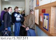 Купить «Люди в Балашихинском управлении ГИБДД», эксклюзивное фото № 5707511, снято 4 мая 2012 г. (c) Дмитрий Неумоин / Фотобанк Лори