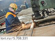 Купить «Сварщик за работой», фото № 5708331, снято 19 февраля 2014 г. (c) Дмитрий Калиновский / Фотобанк Лори