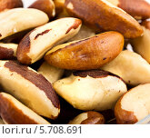 Купить «Крупный план бразильских орехов на белом фоне», фото № 5708691, снято 9 января 2014 г. (c) Алексей Сергеев / Фотобанк Лори