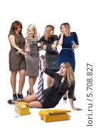 Офисные женщины с шампанским на белом фоне. Стоковое фото, фотограф Daniil Nikiforov / Фотобанк Лори