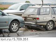 Купить «Автомобильная авария на дороге, ДТП», фото № 5709351, снято 5 октября 2013 г. (c) Дмитрий Калиновский / Фотобанк Лори