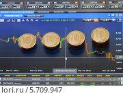 Рубли на экране монитора с биржевой информацией. Стоковое фото, фотограф Геннадий Соловьев / Фотобанк Лори