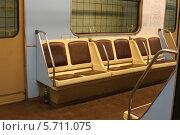 Сидения в старом вагоне метро (2013 год). Редакционное фото, фотограф Галина Карпова / Фотобанк Лори