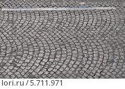 Купить «Булыжная мостовая Елисейских Полей (les Champs Elysees), Париж, Франция», фото № 5711971, снято 21 августа 2013 г. (c) Дарья Кравченко / Фотобанк Лори