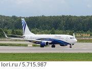 Самолёт Boeing 737-800 на рулёжной дорожке аэропорта (2014 год). Редакционное фото, фотограф Андрей Радченко / Фотобанк Лори