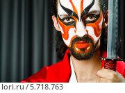 Купить «Мужчина с мечом в ярком гриме», фото № 5718763, снято 18 мая 2012 г. (c) Elnur / Фотобанк Лори