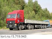Грузовик МАЗ-6430 (2008 год). Редакционное фото, фотограф Art Konovalov / Фотобанк Лори