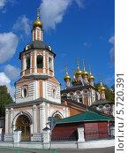"""Купить «Церковь """"Рождества Христова """" в Измайлово в Москве летом», эксклюзивное фото № 5720391, снято 18 сентября 2011 г. (c) lana1501 / Фотобанк Лори"""