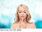 Купить «Красивая девушка-блондинка трогает свои губы», фото № 5721583, снято 7 января 2014 г. (c) Syda Productions / Фотобанк Лори