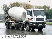 Купить «Бетоносмеситель на шасси грузовика MAN TGA», фото № 5722507, снято 9 сентября 2008 г. (c) Art Konovalov / Фотобанк Лори