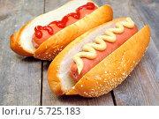 Купить «Хот доги с горчицей и кетчупом», фото № 5725183, снято 19 марта 2014 г. (c) Мастепанов Павел / Фотобанк Лори