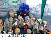 Купить «Суздаль, торговые ряды, торговля сувенирами», эксклюзивное фото № 5727723, снято 9 марта 2014 г. (c) Дмитрий Неумоин / Фотобанк Лори