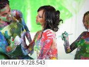 Купить «Люди, перепачканные разноцветными красками», фото № 5728543, снято 11 мая 2013 г. (c) Losevsky Pavel / Фотобанк Лори