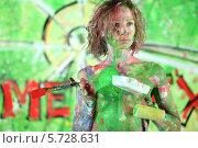 Купить «Полуобнаженная девушка, испачканная в краске», фото № 5728631, снято 11 мая 2013 г. (c) Losevsky Pavel / Фотобанк Лори