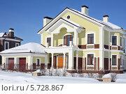 Купить «Фасад современного загородного дома», фото № 5728867, снято 5 марта 2013 г. (c) Losevsky Pavel / Фотобанк Лори