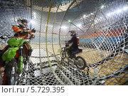 Купить «Два каскадера-мотоциклиста внутри сферы на шоу Monster Mania в «Олимпийском»», фото № 5729395, снято 23 марта 2013 г. (c) Losevsky Pavel / Фотобанк Лори