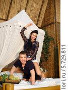Купить «Женщина сидит верхом на мужчине», фото № 5729811, снято 19 февраля 2013 г. (c) Losevsky Pavel / Фотобанк Лори