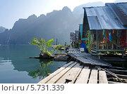 Плавучие домики на озере (2013 год). Стоковое фото, фотограф Анна Кузнецова / Фотобанк Лори