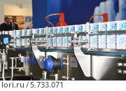 Купить «Технологическая линия по производству молока в упаковке Tetra-Pak», фото № 5733071, снято 18 сентября 2013 г. (c) Александр Замараев / Фотобанк Лори