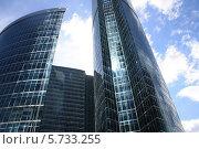 Два стеклянных офисных здания (2012 год). Стоковое фото, фотограф Владимир Николаев / Фотобанк Лори