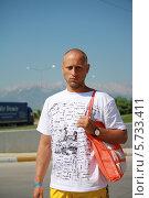 Купить «Турист на прогулке», эксклюзивное фото № 5733411, снято 3 августа 2012 г. (c) Вероника / Фотобанк Лори