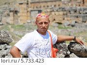 Купить «Турист в горах», эксклюзивное фото № 5733423, снято 3 августа 2012 г. (c) Вероника / Фотобанк Лори