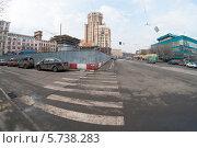 Купить «Пешеходный переход на Дубининской улице города Москвы», фото № 5738283, снято 22 марта 2014 г. (c) Александр Овчинников / Фотобанк Лори