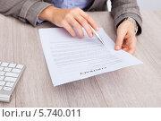 Купить «руки деловой женщины держат договор», фото № 5740011, снято 20 октября 2013 г. (c) Андрей Попов / Фотобанк Лори