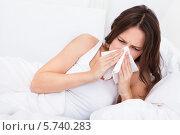 Купить «женщина страдает от насморка», фото № 5740283, снято 20 октября 2013 г. (c) Андрей Попов / Фотобанк Лори
